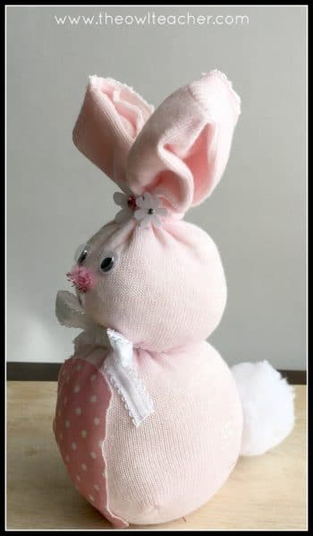 Are you looking for a cute Easter or springtime craft? This Easter bunny craft fits the ticket! In this post, I explain step-by-step how to make this craft, what materials you need for it, and how you can use it. Click through to read the whole post!